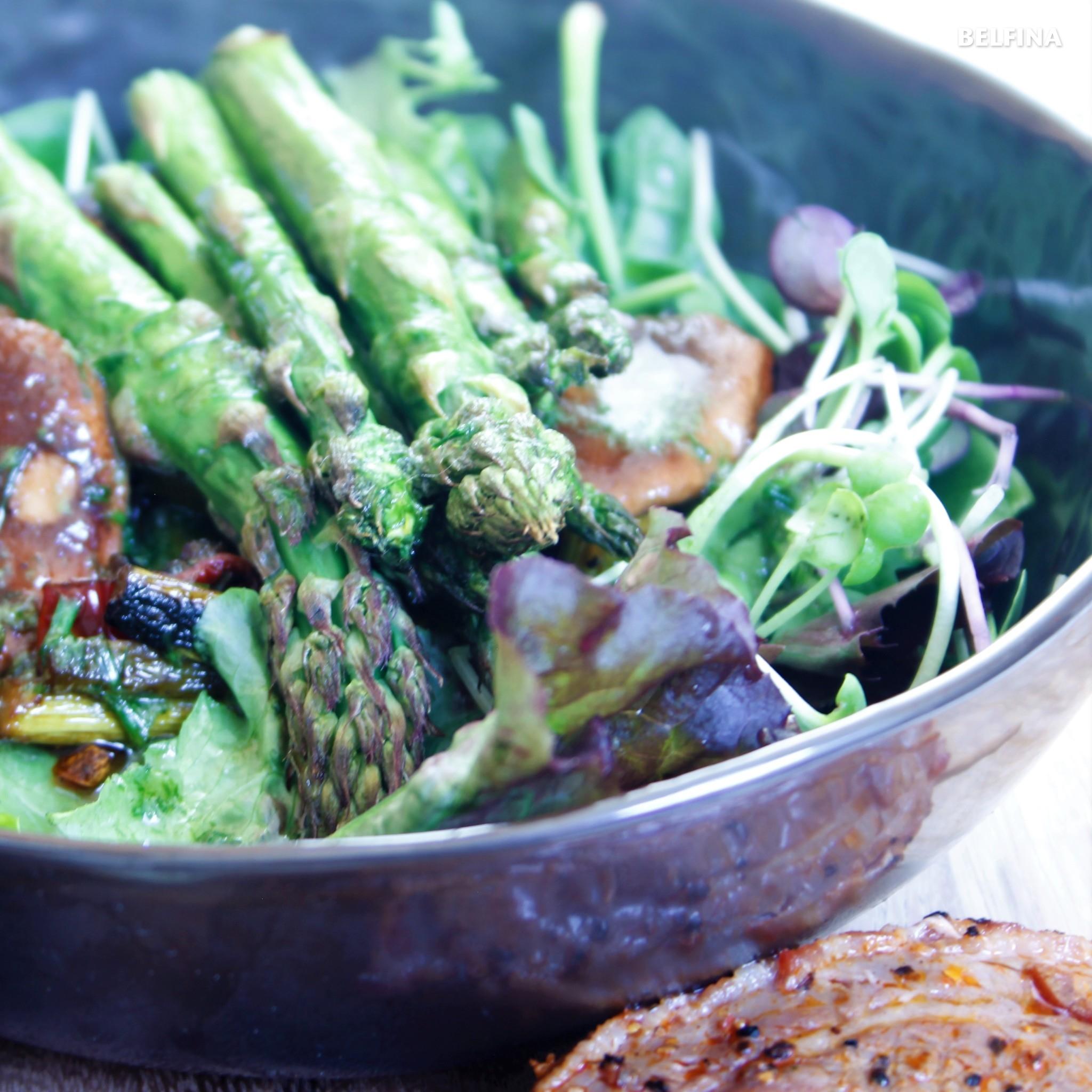 Warmer Spargel-Rhabarber Salat mit Westernsteak